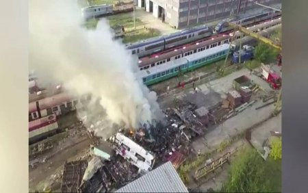 Incendiu puternic in Brasov. Tone de deseuri au ars langa <span style='background:#EDF514'>DEPOUL</span> garii