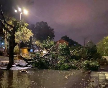 Insula din <span style='background:#EDF514'>SICILIA</span> lovita de tornada. Doi oameni au murit, 9 sunt raniti