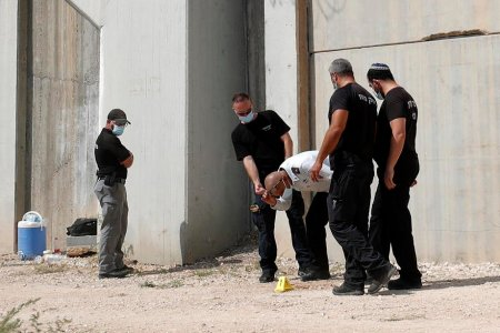 Patru din cei sase teroristi palestienieni evadati dintr-o inchisoare din Israel au fost <span style='background:#EDF514'>CAPTUR</span>ati