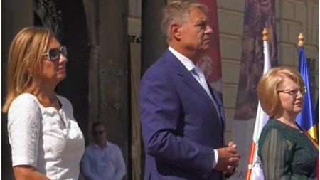 Klaus Iohannis a dezvelit <span style='background:#EDF514'>STATUI</span>a Baronului Brukenthal din centrul Sibiului