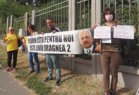 Premierul, intampinat la Galati de reprezentantii #Rezist: Florin Catu pentru noi este Liviu Dragnea 2