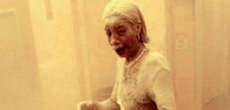 Dust Lady. Povestea femeii acoperite de praf si <span style='background:#EDF514'>CENUSA</span>, care a supravietuit atacurilor de la 11 septembrie, dar a murit de cancer
