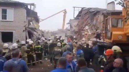 Cel putin trei persoane au murit in Rusia, dupa ce o <span style='background:#EDF514'>CLADIRE</span> s-a prabusit in urma unei explozii