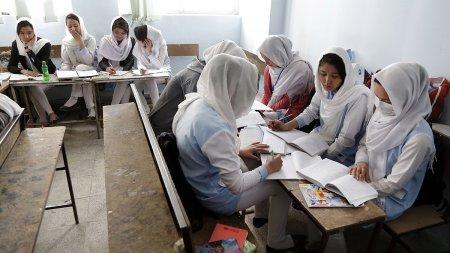 Noul ministru al educatiei din Afganistan: Talibanii de la putere nu au facultati sau diplome,  dar sunt cei mai mari dintre toti