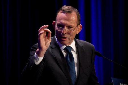 Tony Abbott, fostul premier australian, amendat pentru ca nu a purtat masca de protectie