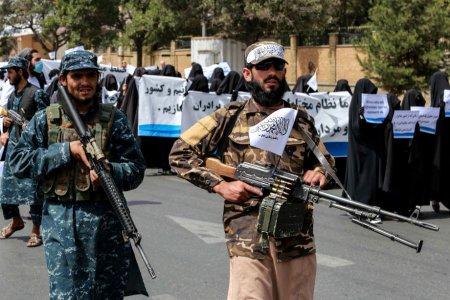 Cel putin patru persoane au fost ucise dupa ce talibanii au reprimat dur protestele