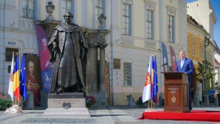 Klaus Iohannnis, la dezvelirea statuii baronului Brukenthal: Sa lasam generatiilor viitoare o tara mai bogata si curata, o societate educata