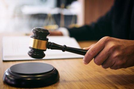 Situatie alarmanta in justitie: Din cauza oboselii nu a mai putut consemna nimic. Ce a urmat este ireal