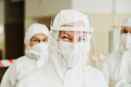 Semnal de alarma pentru valul 4 al pandemiei! Se cer masuri urgente privind riscul epuizarii <span style='background:#EDF514'>CADRELOR</span> medicale
