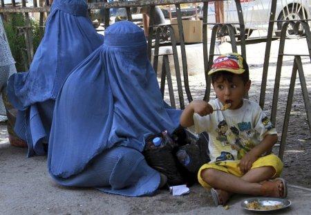 ONU avertizeaza: Saracie generalizata in Afganistanul preluat de talibani, intr-un an. 98% din populatie nu va avea ce pune pe masa