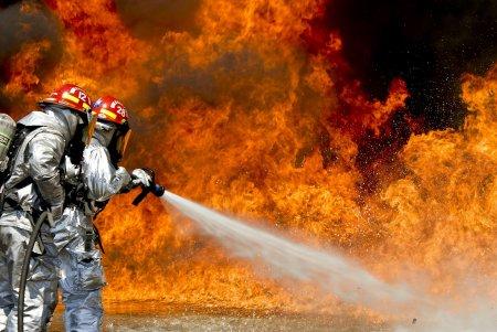Incendiu puternic in nordul Capitalei: Terasa unui bloc aflat in constructie a luat foc