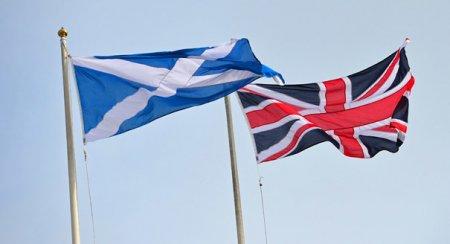 Scotienilor li se promite saptamana de lucru de 4 zile, daca voteaza independenta de Regatul Unit