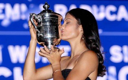 Regina <span style='background:#EDF514'>ELIS</span>abeta a II-a, ducii de Cambridge si Boris Johnson au felicitat-o pe Emma Raducanu, dupa succesul de la US Open