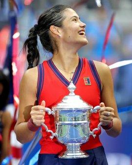 Emma Raducanu, triumfatoare la US Open! Sportiva cu tata roman a scris istorie. Curg <span style='background:#EDF514'>MESAJELE</span> de felicitare
