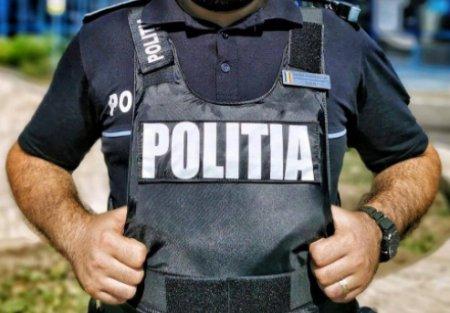 Un tanar care a imbracat un tricou cu insemnele Politiei este acum cercetat pentru uzurparea calitatii oficiale