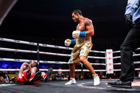 Evander Holyfield a fost facut KO in prima runda a meciului cu Vitor Belfort