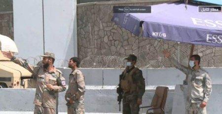 Politia afgana si-a reluat activitatea alaturi de talibani pe <span style='background:#EDF514'>AEROPORTU</span>l din Kabul