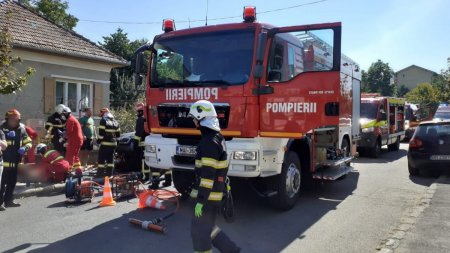 Grav accident <span style='background:#EDF514'>LA CLUJ</span>: Un mort si trei raniti dupa ce o masina a continuat sa ruleze si dupa impact