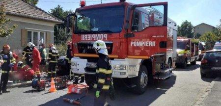 Accident intre o masina si o motocicleta, la Cluj. Dupa impact, masina a continuat sa mearga si a a<span style='background:#EDF514'>CROS</span>at trei pietoni, iar unul a murit