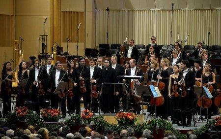 Filar<span style='background:#EDF514'>MONIC</span>a din Londra a facut repetitii pentru Festivalul Enescu pe manele si picamere
