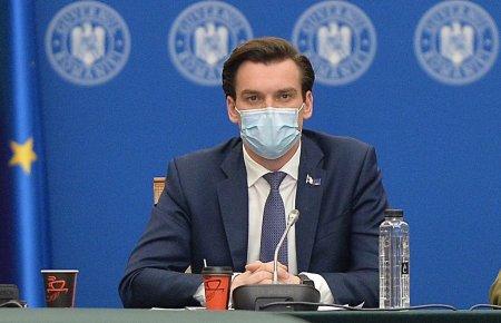 Andrei Baciu anunta ca parintii se pot imuniza alaturi de elevi in centrele de vaccinare din scoli: Astfel intreaga familie este protejata