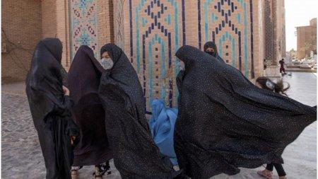 Talibanii le vor permite femeilor sa studieze la universitate, cu conditia sa  fie separate de barbati
