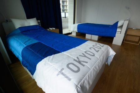Paturile din carton in care au dormit sportivii la Jocurile Olimpice de la Tokyo, folosite pentru pacientii cu COVID