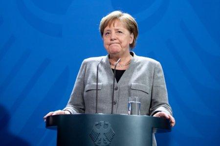 Angela <span style='background:#EDF514'>MERKEL</span>: Vaccinati-va! In Germania incepe vaccinarea fara programare, in transportul public si pe stadioane