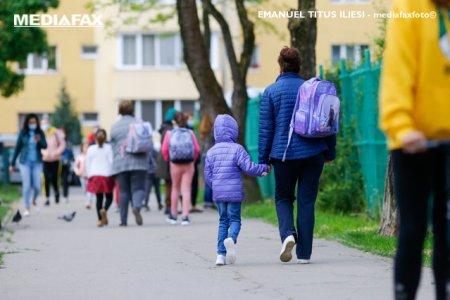 Opt scoli din Bucuresti vor fi <span style='background:#EDF514'>INCHISE</span> si peste 7.000 de elevi nu vor merge luni la scoala