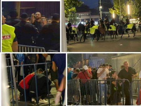 Incidente la porti inainte de FCSB - Dinamo » Interventie in forta a Jandarmeriei, cu gaze lacrimogene. Unei femei i s-a facut rau