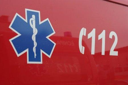 Un om a murit si doi au fost raniti dupa impactul frontal dintre doua masini pe DN 6