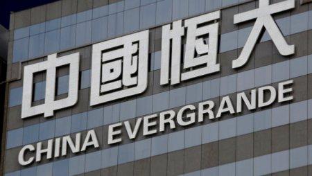 Prabusirea gigantul <span style='background:#EDF514'>IMOBILIAR</span> Evergrande baga China in sperieti