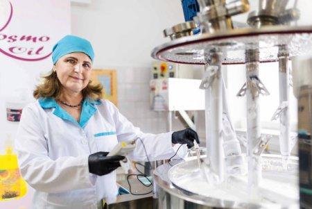 Afaceri de la zero. Florentina Popa, inginer chimist, a strans aproape 90 de produse cosmetice in portofoliul Kosmo Line Spa si merge spre vanzari de 100.000 de euro