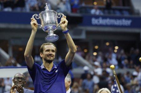 Daniil Medvedev l-a invins pe liderul mondial Novak Djokovic si a castigat US Open