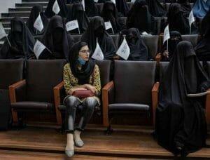 <span style='background:#EDF514'>STUDENTA</span> care i-a sfidat pe talibani: Lumina in intuneric