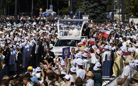 100.000 de oameni s-au strans in Budapesta pentru a urmari slujba oficiata de Papa Francisc