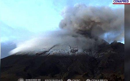 Vulcanul Popocatepetl erupe din nou. A aruncat o coloana masiva de <span style='background:#EDF514'>CENUSA</span>