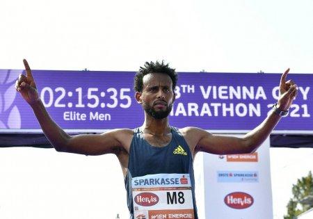 Atletul care a castigat maratonul de la Viena a fost descalificat pentru ca nu a purtat incaltamintea potrivita