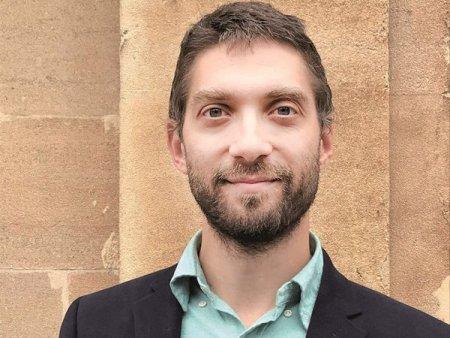 Lupta politica face victime: Adrian Gheorghe, seful Casei de Asigurari de Sanatate, a fost revocat la doar opt luni de la numire. El era un fost economist la Oxford Policy Management si nu era membru al niciunui partid