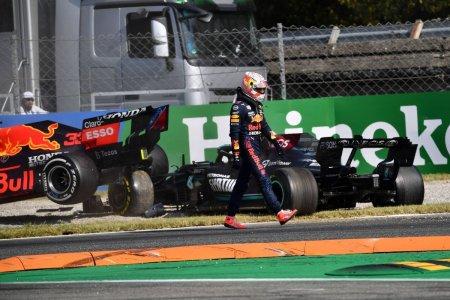 Max Verstappen, penalizat dupa ciocnirea cu Lewis Hamilton