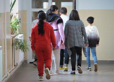 Cati elevi din Romania sunt vaccinati anti-COVID. <span style='background:#EDF514'>TOPUL JUDETELOR</span> fruntase