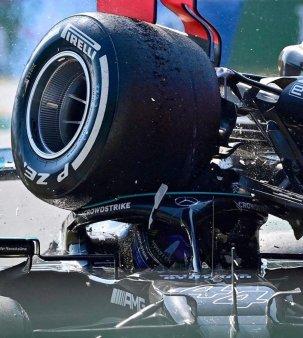 Hamilton, atac la Verstappen: Bine ca am supravietuit pentru a avea o alta batalie