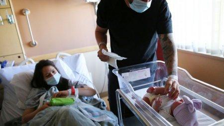 Stimulent pentru nou-nascut. Nicusor taie voucherele pe care le primeau mamele la <span style='background:#EDF514'>NASTERE</span>