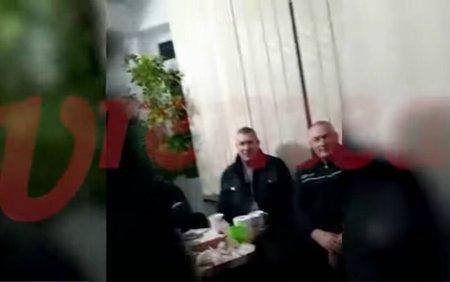 Chefuri cu chiuiala in biroul sefului Politiei Locale Barlad. Țuica, vin sau bere? Apa nu avem!. Chemati de acasa sa bea