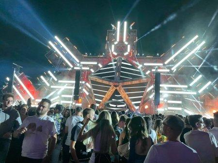 Saga Festival Bucuresti, dat peste cap de oameni care au consumat excesiv alcoolul si <span style='background:#EDF514'>DROGURI</span>. Medicii au pierdut sirul pacientilor