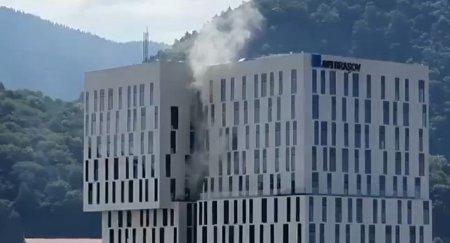 Incendiu la un mall din Brasov. Este afectat un perete exterior al cladirii