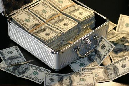 Deficitul contului curent al balantei de plati a crescut cu 9 miliarde de euro in primele sapte luni