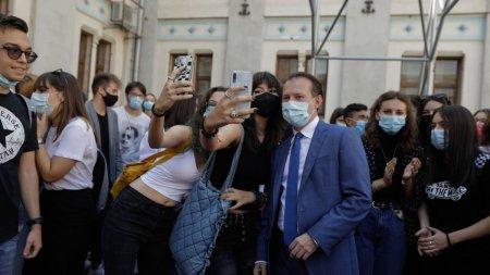 Florin Citu a dansat si a facut selfie-uri cu elevii in prima zi a noului <span style='background:#EDF514'>AN SCOLAR</span>