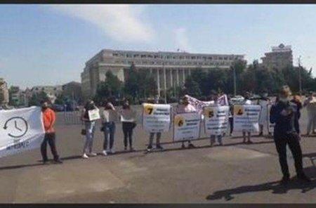 Protest al elevilor, in Piata Victoriei