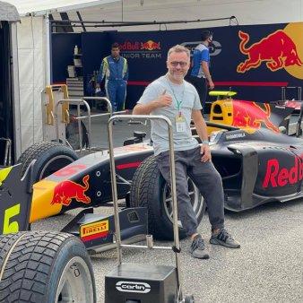 Un roman a amenajat standurile de protocol de pe circuitul de Formula 1 de la Monza
